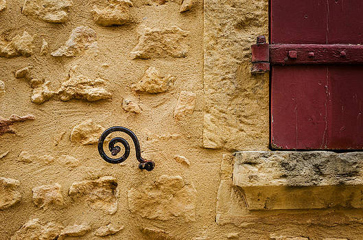 Window Holder by Celso Bressan