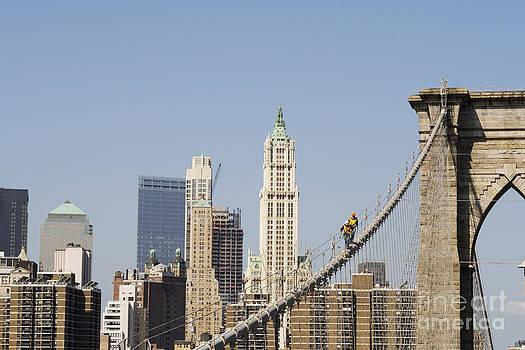 Patricia Hofmeester - Workers on Brooklyn Bridge in Manhattan