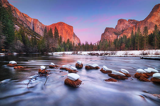 Yosemite Valley at dusk by William Lee