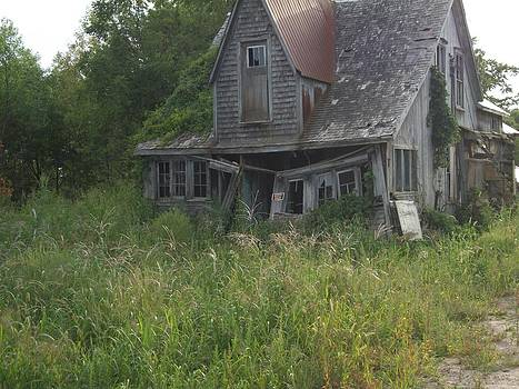 Abandoned House by Lisa Stunda
