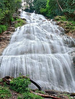 Bridal Veil Falls by Sergey Korotkov