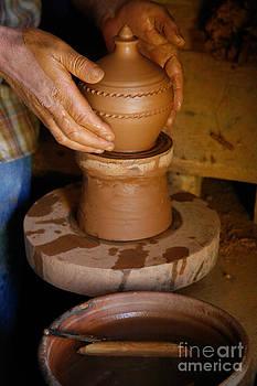 Gaspar Avila - Potter at work