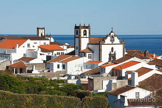 Gaspar Avila - Town by the sea