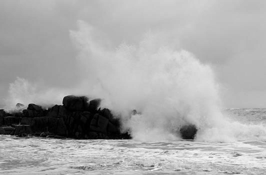 Waves 7 by Richard Swarbrick