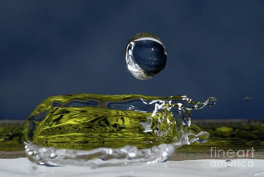 Sami Sarkis - Drop of Water splashing