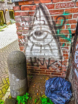 Gregory Dyer - Amsterdam Illumanati Graffiti