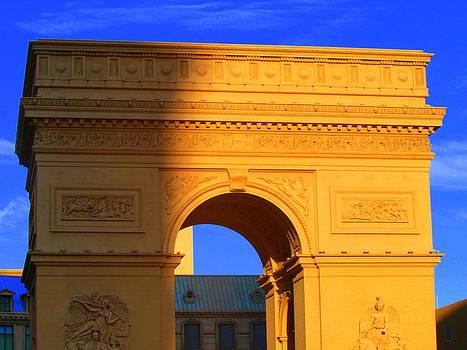 Arc De Triomphe  by Linda Edgecomb