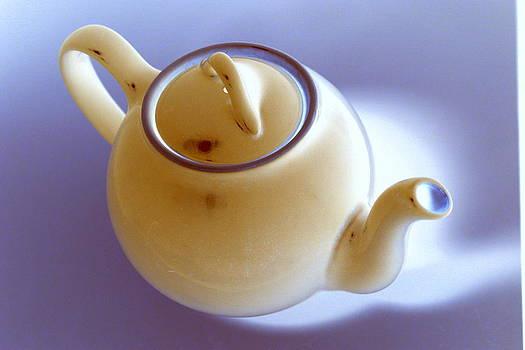 Anne Babineau - blue teapot inverted