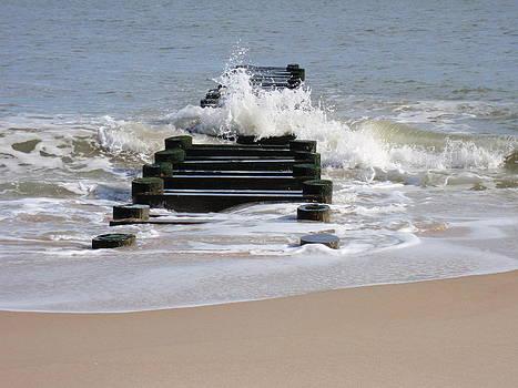 Breaking Waves by Ivana Smiljanec