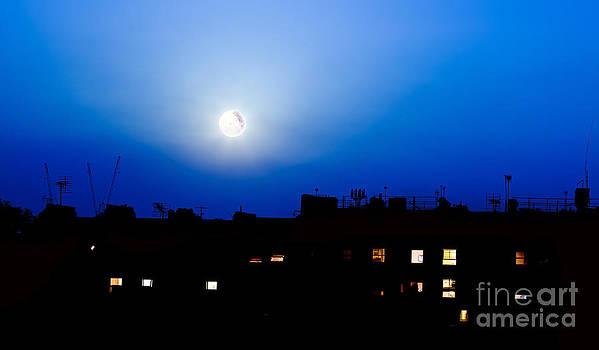 Simon Bratt Photography LRPS - Buildings silhouette and moon