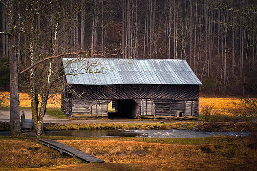 Caldwell Barn by Christopher Mobley