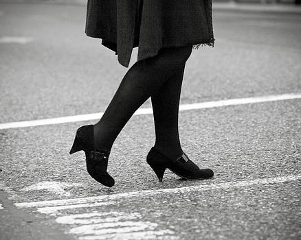 Crossing Road by Marcio Faustino
