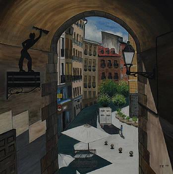 Cuchilleros arc in Madrid by Pedro Riera