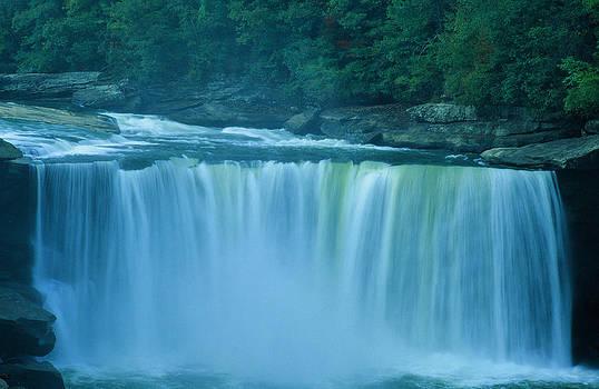 Cumberland Falls In Kentucky by Sudhir Viswarajan