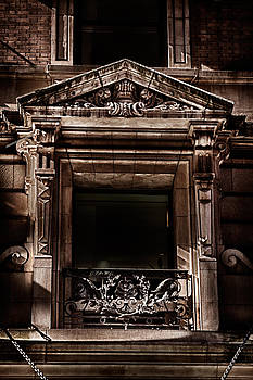 Val Black Russian Tourchin - Detail of the building in Manhattan