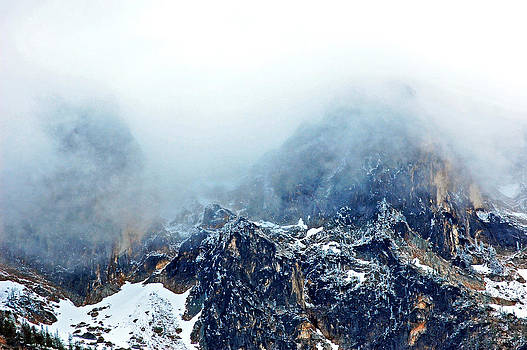 Dusting the peaks with snow. by Randall Templeton