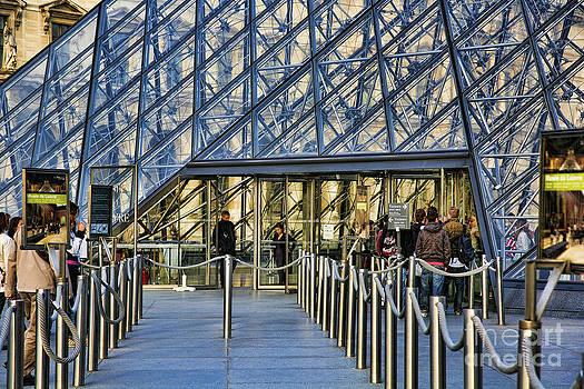 Chuck Kuhn - Entrance The Louvre