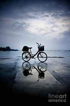 E.T Go Home... by Tomatoskin Kam