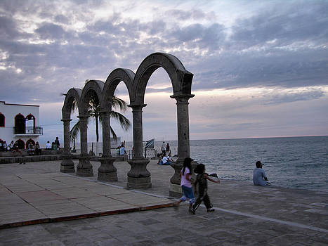 Evening On The Malecon by Zannie B