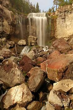 Adam Jewell - Falling In The Rocks