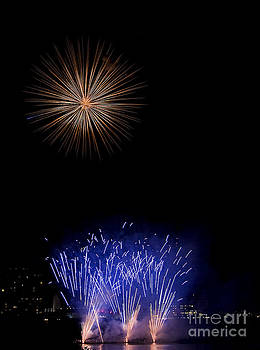 Fireworks  Feux Artifices by Nicole  Cloutier Photographie Evolution Photography