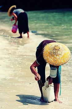 Fisherwomen of Tabina by Jojie Alcantara