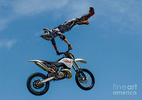 Andrea Kollo - Flying High Motorcyle Tricks