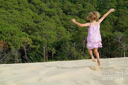 Sami Sarkis - Girl jumping in sand