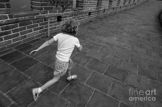 Sami Sarkis - Girl running away on Great Wall of China