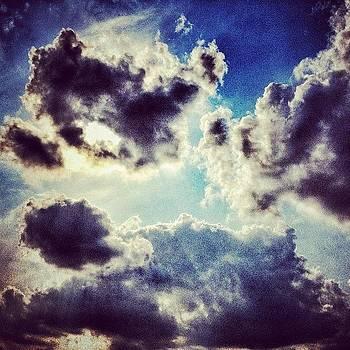 Good Friday #heaven #sky #hdr #clouds by Maura Aranda