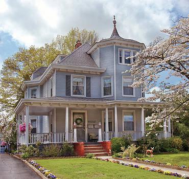 Mike Savad - House - Grannies House