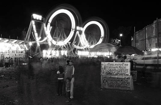 Sumit Mehndiratta - Indian Carnival Ferris Wheel and a family
