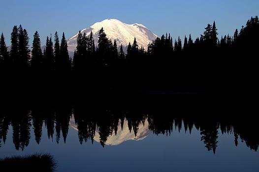 Lake Tipsoo sunrise by Daryl Hanauer