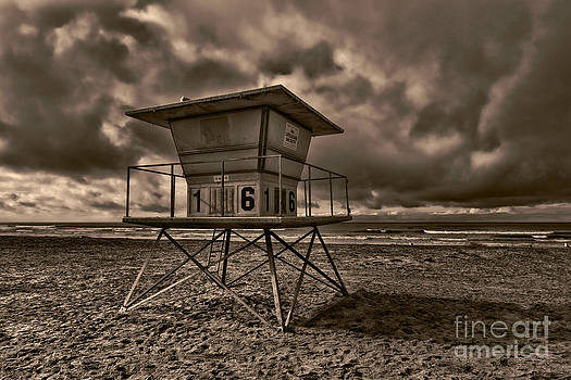 Lifeguard Tower #16 by Alan Crosthwaite