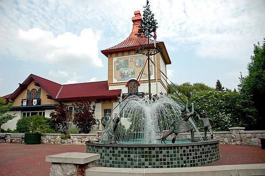 LeeAnn McLaneGoetz McLaneGoetzStudioLLCcom - May Pole Fountain
