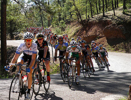 Men's Pro Peloton Takes the Curves by Feva  Fotos