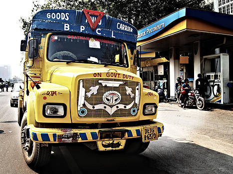 New Delhi Truck by Guillaume Rodrigue