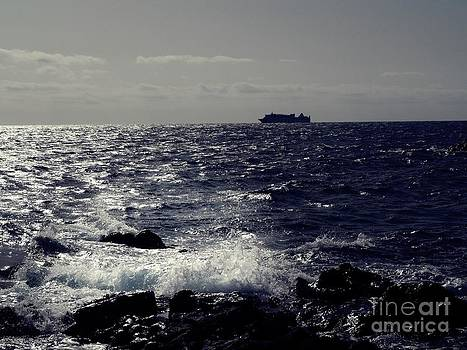 Offshore boat by Voda Tenerife