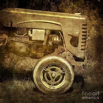 BERNARD JAUBERT - Old tractor
