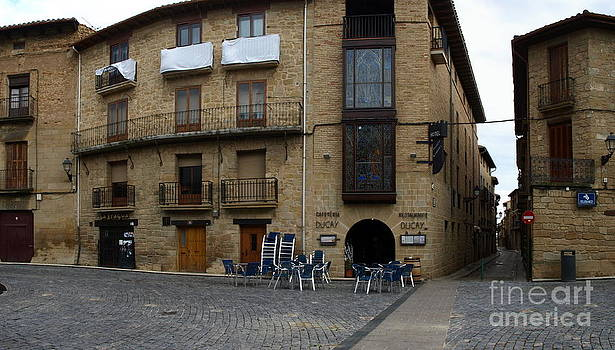 Olite Town Center by Alfredo Rodriguez