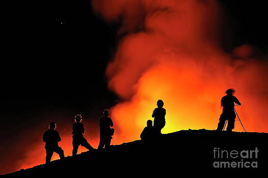 Sami Sarkis - People watching lava flowing to the sea from Kilauea Volcano
