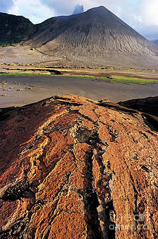 Sami Sarkis - Pink sand on an ash plain in front of Mount Yasur