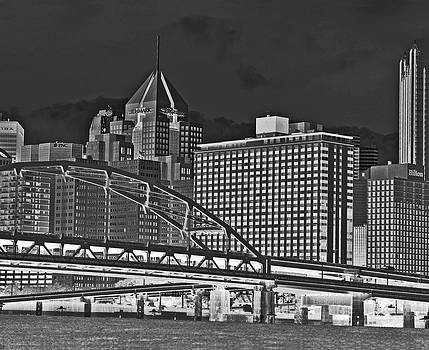 Pittsburgh From The North Shore by Joan Powell