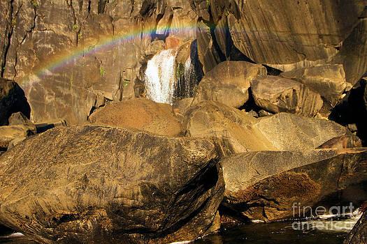 Adam Jewell - Rainbow At Bridal Veil