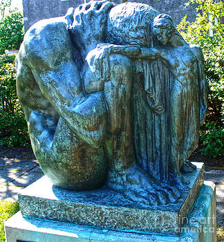 Gregory Dyer - Reykjavik Iceland statue - 01