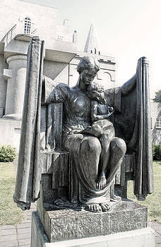 Gregory Dyer - Reykjavik Iceland statue - 08