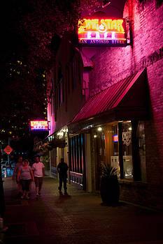 Johnny Sandaire - Riverwalk Restaurant in San-Antonio