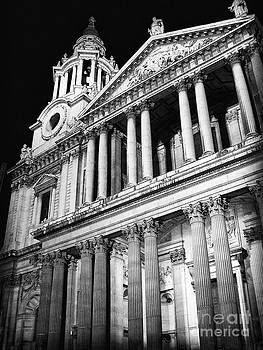 Saint Paul's Cathedral - Front by Thanh Tran