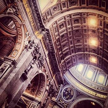 Saint Peter Basilica by Luciana Couto