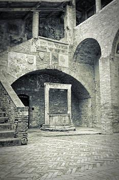 Silvia Ganora - San Gimignano - Medieval well